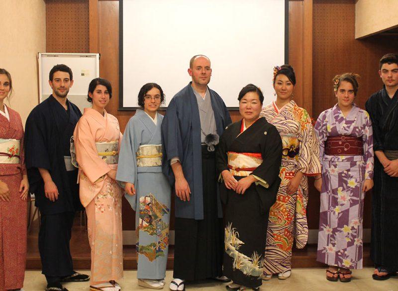 Exhibición y desfile de kimonos