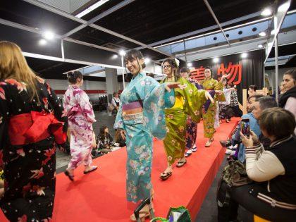 Desfile de yukata y nudos de obi en el Salón del Manga de Barcelona